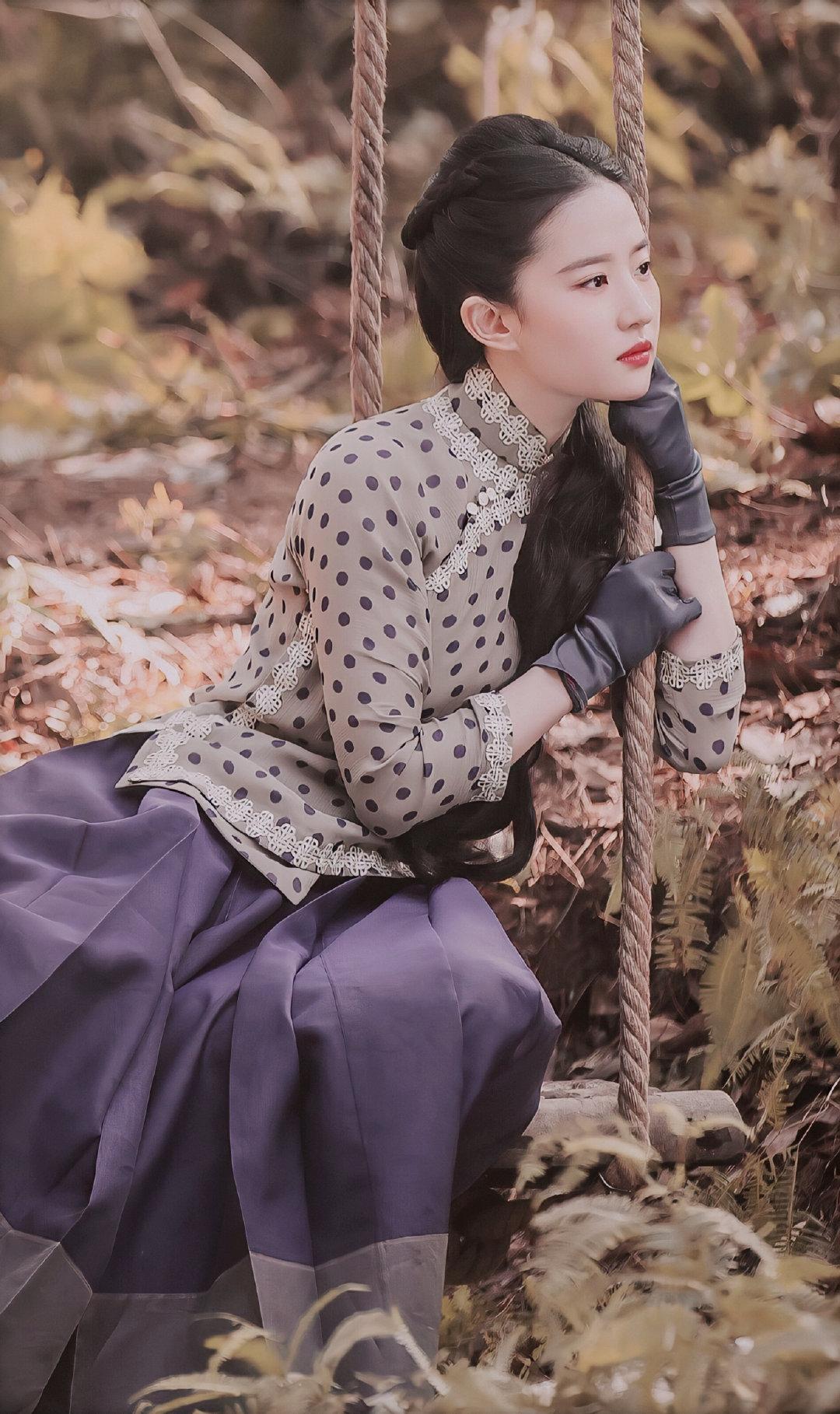 《南烟斋笔录》再公布新剧照,刘亦菲新造型神秘馥郁更加美了