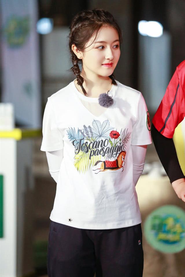 28岁吴谨言和19岁李兰迪撞衫,大9岁的意外更有少女感,服