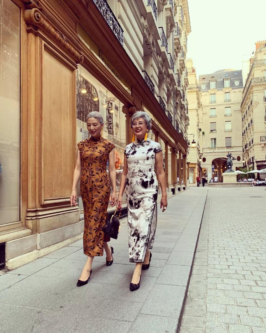 银发姐妹穿旗袍游巴黎,意外走红外网:原来中国奶奶这么优雅!