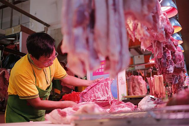 看似新鲜的猪肉半小时就有了臭味,肉价涨了,品质为啥越来越差?