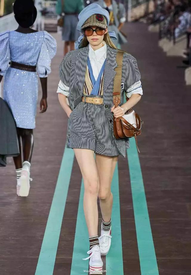 """听我的,西装+短裤是早秋最时髦的""""王炸组合"""""""