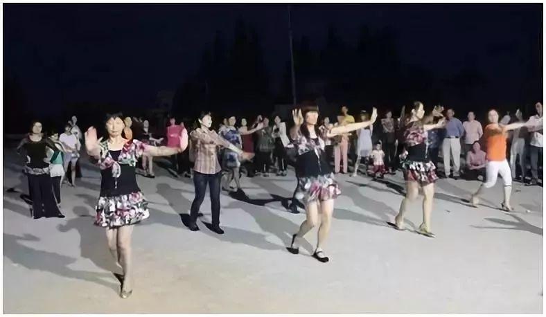 长期这样跳广场舞,竟把膝关节跳坏了!
