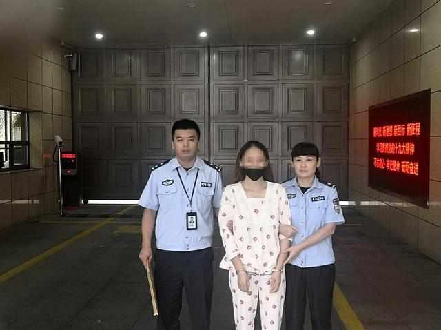女子因吸毒被强制隔离,拘留所门口丈夫的话,让她哭成泪人