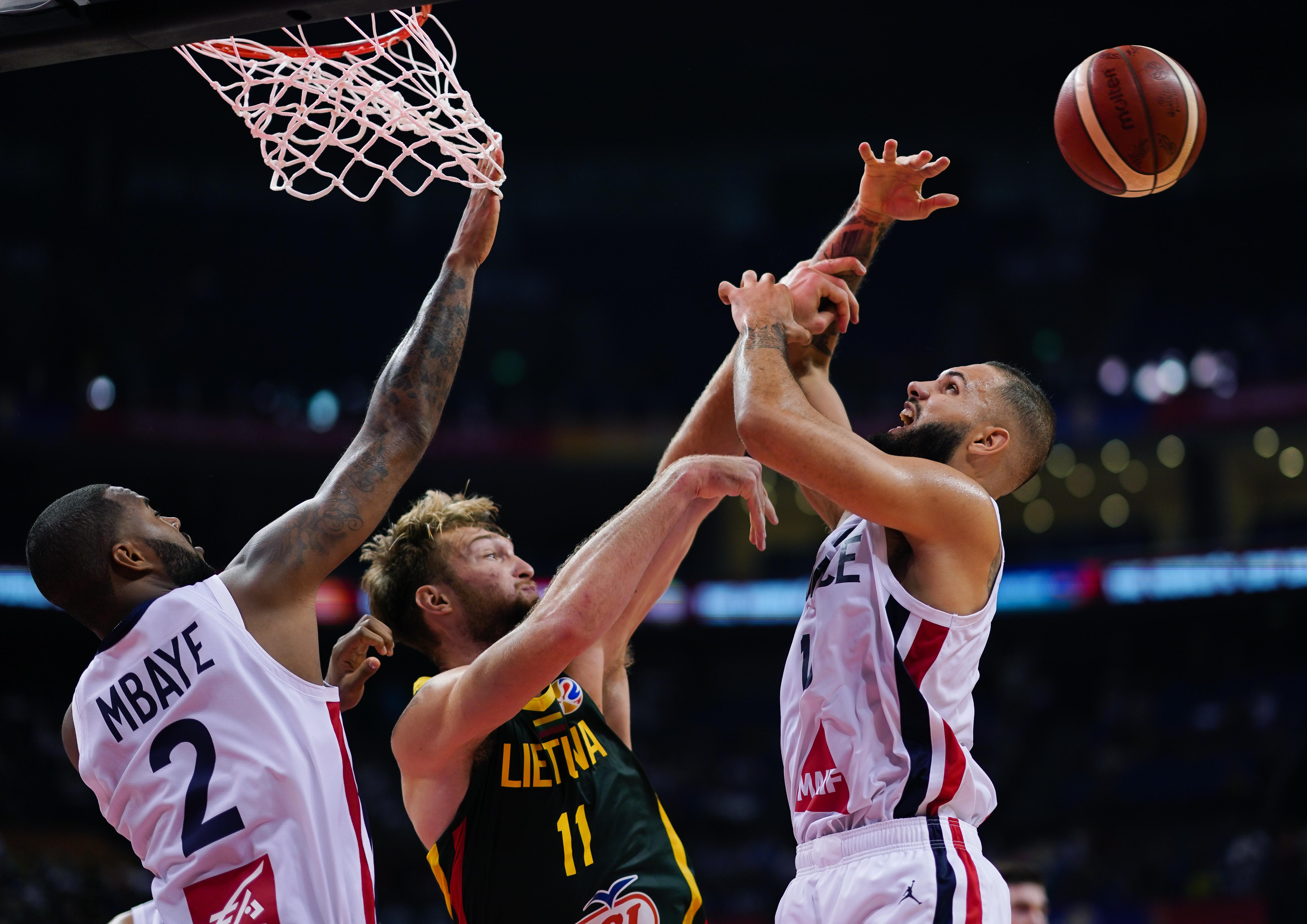 篮球世界杯丨小组赛第二阶段:法国队战胜立陶宛队_中欧新闻_欧洲中文网