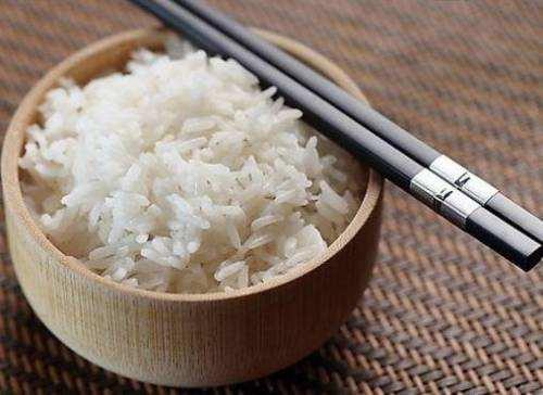 米饭放凉了再吃,有助于减肥?辟谣:效果并不明显,还容易闹肚子