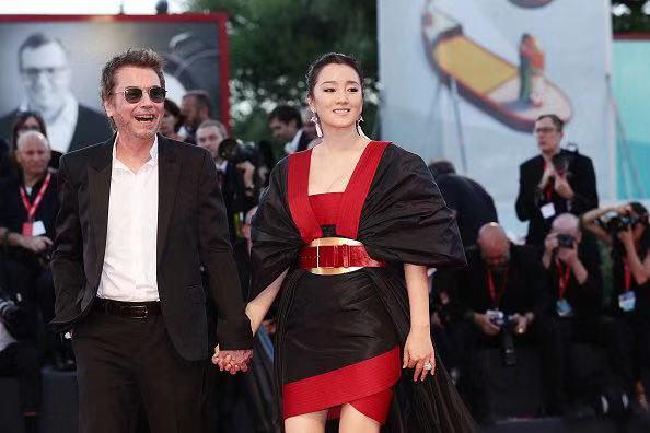 巩俐从威尼斯转战多伦多电影节,她曾说过不会为主演电影宣传