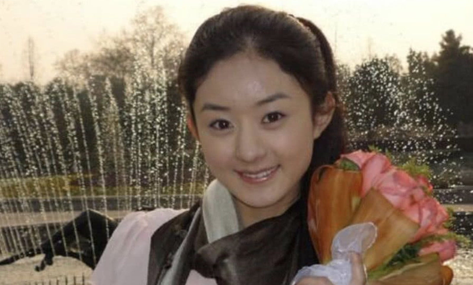 早年端赖冯小刚扶携提拔,和冯绍峰娶亲暂退文娱圈,生完孩子行将复出
