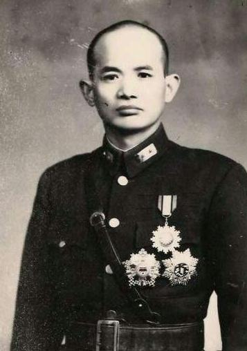 他是国军58师师长,被冤枉临阵当逃兵,被枪毙,后被厚葬在忠烈祠