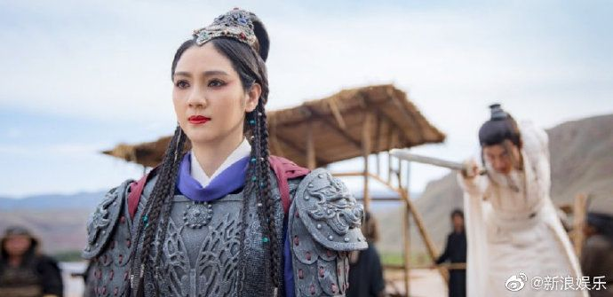 张丹峰毕滢事件后,洪欣复出拍戏,这造型真真地太帅了!