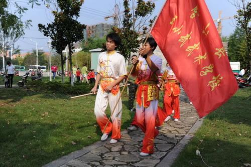 吴景来携手众公益爱心人士举办向世界招手·破世界纪录系列爱国活动-中国传真