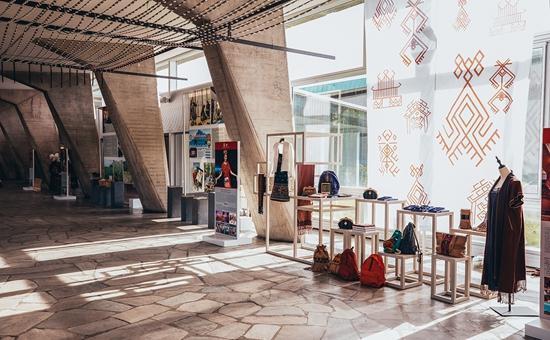 黎族传统纺染织绣技艺亮相联合国教科文组织巴黎总部