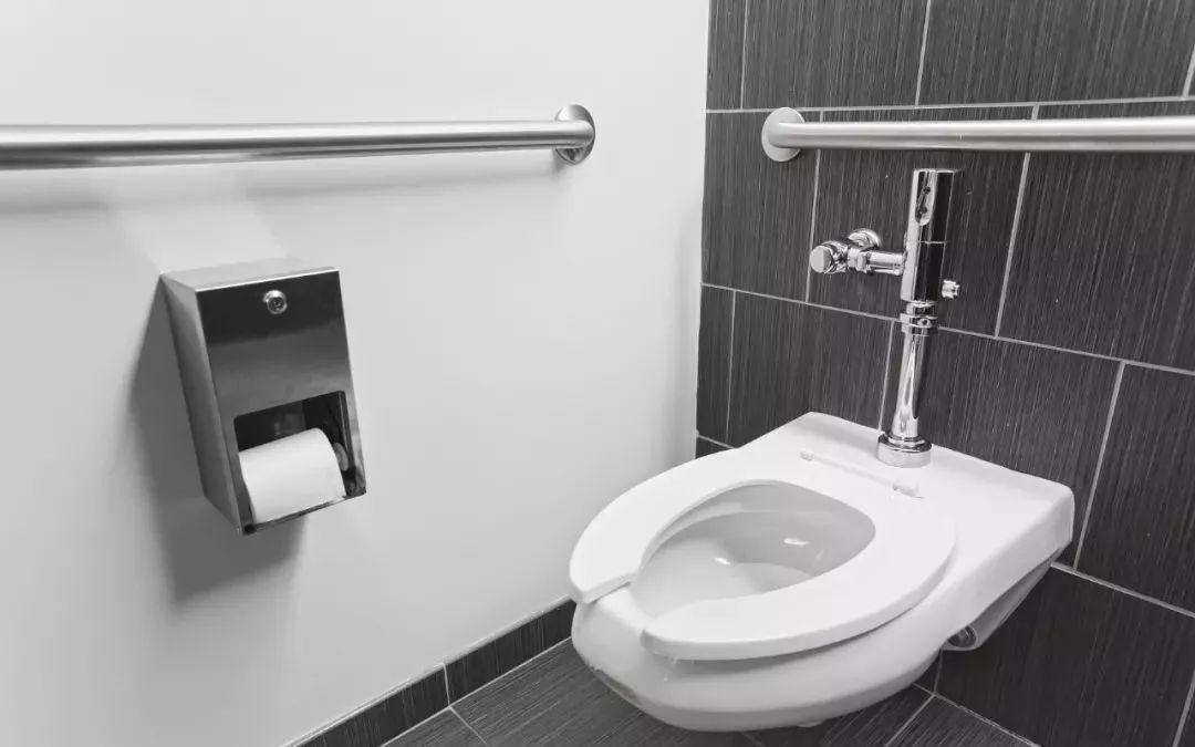 厕纸该冲掉还是扔纸篓?差别巨大,你可能一直做错了