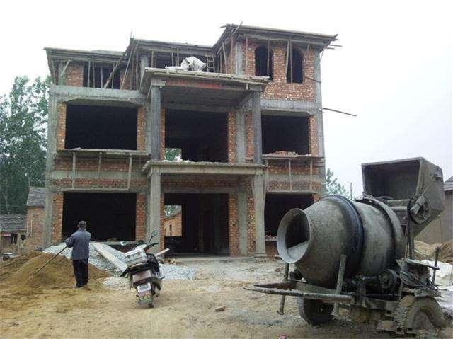 农村自建房、翻建老房不批,这合规吗?专家给出了解释