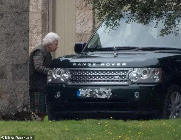 皇室声誉大跌,儿孙丑闻频出,93岁的女王:我太难了