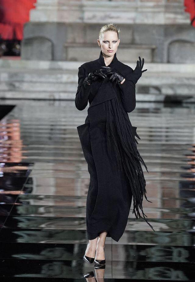 「中国时尚网」原创维密元老级的人物,曾因患病导致体重增长被解约,居然还没有肚脐