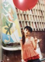 「环球网」Angelababy九年前嫩模街拍曝光 打扮前卫烟熏妆秀美腿