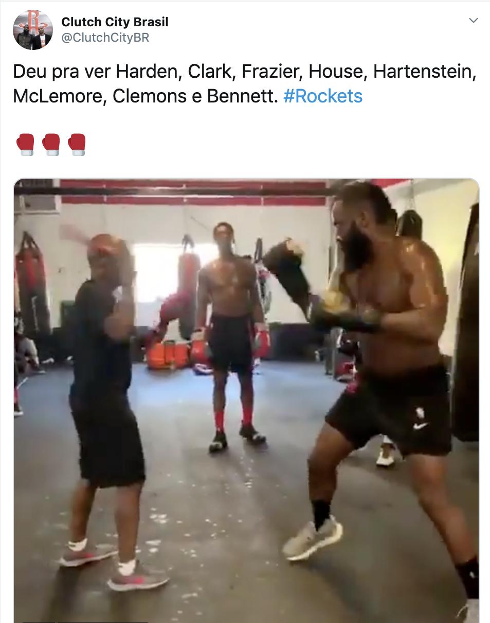 苦练!火箭多名球员现身拳击训练,哈登出拳飘逸,球迷:他有点胖