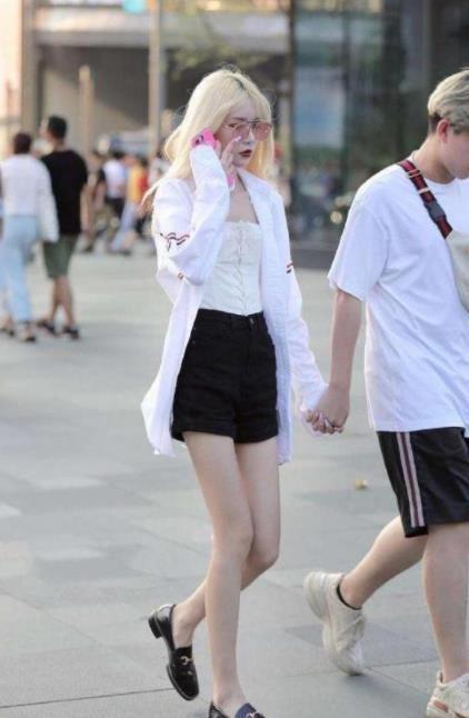 街拍:温文儒雅的小姐姐,仙女般的气质,实在迷人性感