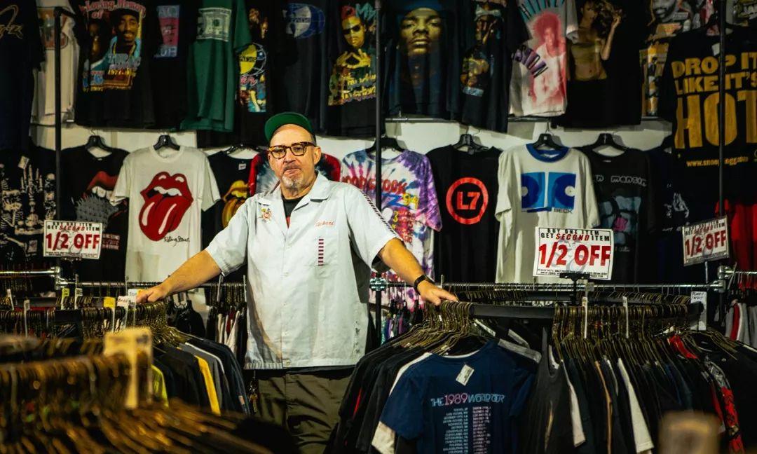 这家店放着3,000多件古着T-Shirt,也许还能偶遇KanyeWest