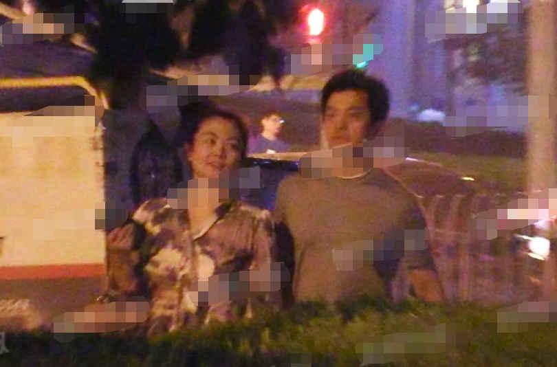 45岁李健圈外老婆近照曝光,模样平凡朴实,丝毫看不出富二代身份