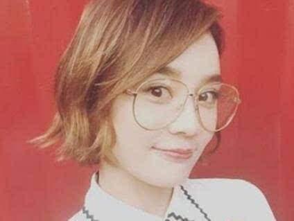 14位女星眼镜装,,杨幂唐嫣刘诗诗赵丽颖迪丽热巴谁最时尚可爱