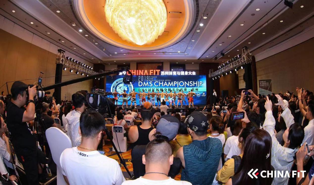 本次大举办了dms冠军杯健身健美公开赛苏州站.羽毛球pvc地胶图片
