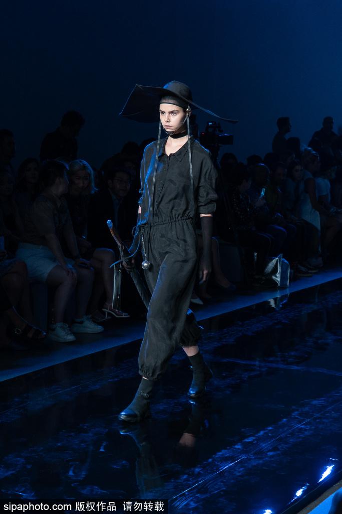 「环球网」RIZHUO黑色永恒经典 亮相纽约时装周