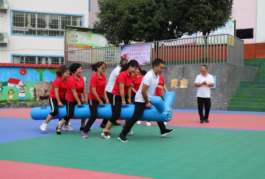兴义市盘江路小学开展趣味活动喜迎第35个教师节