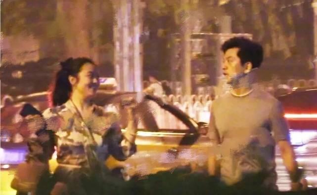 李健与妻子近照曝光,两人夫妻相十足,超恩爱