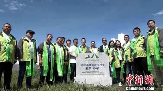"""""""绿哈达""""再行动 西藏农牧民植草实现环保增收""""双赢"""""""