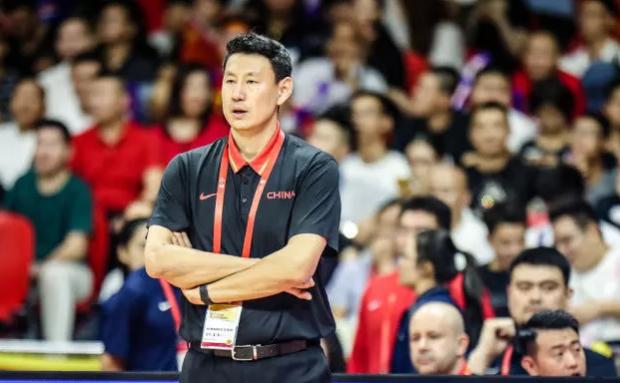中国男篮仅24名,男篮或大换血?2米11中国大鸟该入选