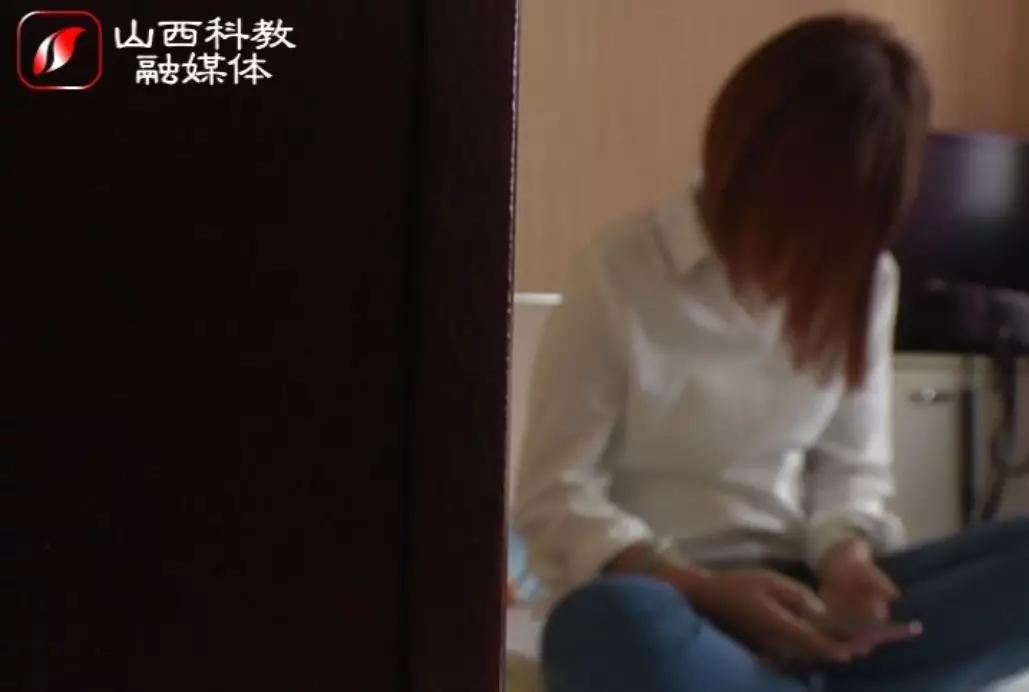 [孕妇躺在手术台上,被迫在眼前的pos机上刷了三次卡……]躺在手术台上