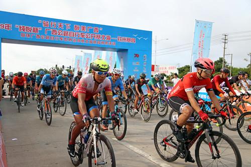 2019广西公路自行车公开赛北海-钦州赛段举行