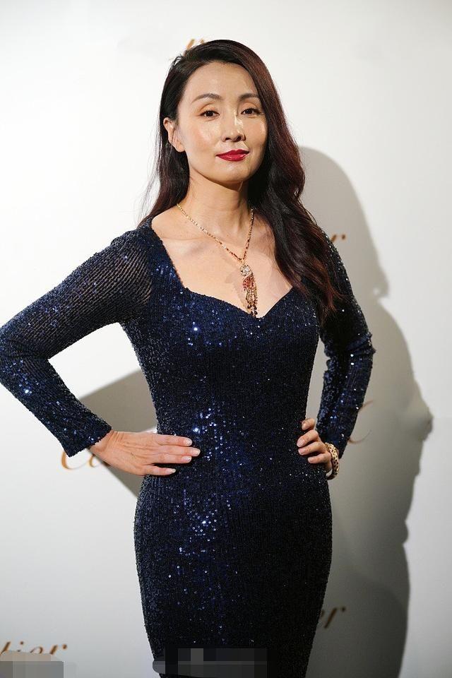 陶虹脸胖一点却更耐看,穿紧身裙被夸身材好,47岁美得有韵味!