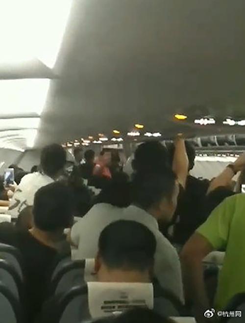 中国男乘客在柬埔寨飞杭州航班上两次企图冲进驾驶舱,被制服