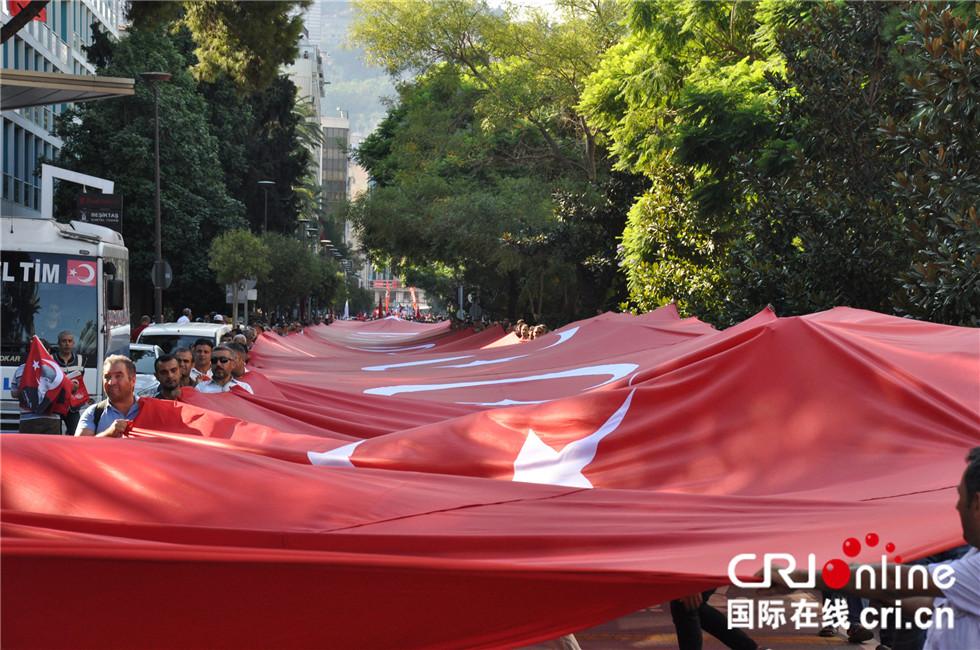 伊兹密尔举办系列活动隆重庆祝解放日