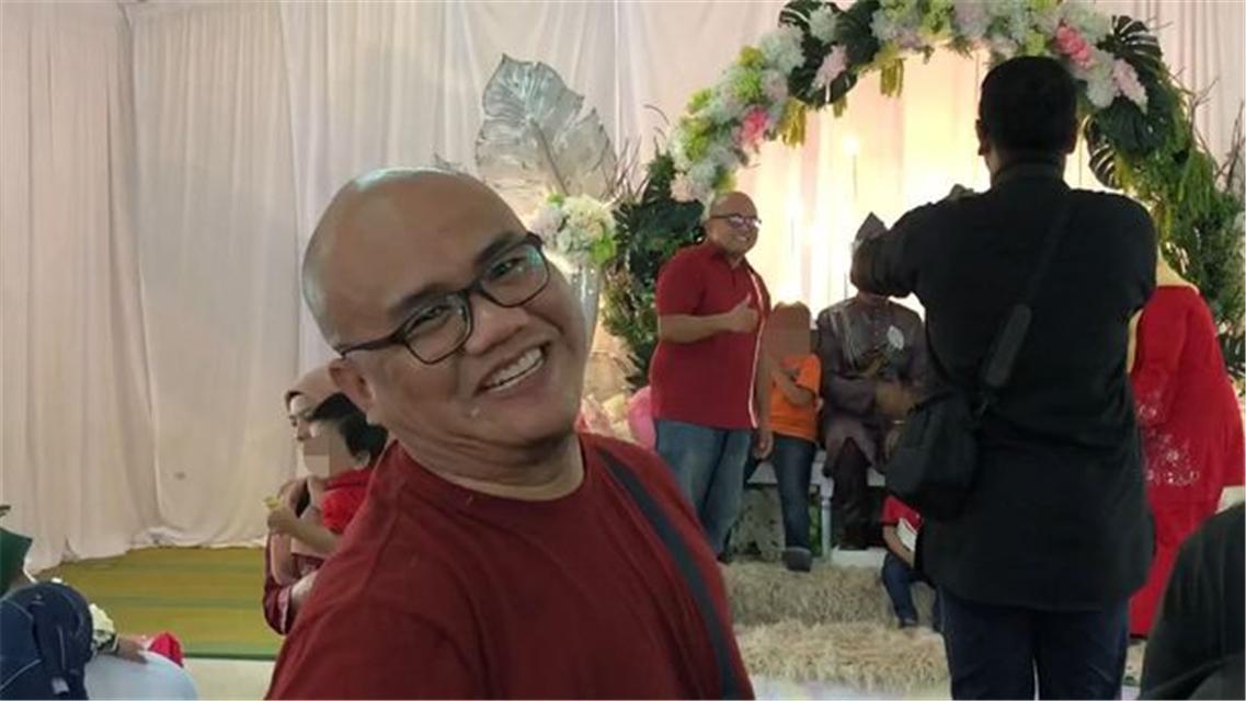 """原创 马来西亚小哥参加发小婚礼时,偶遇""""分身"""",居然还撞衫了"""