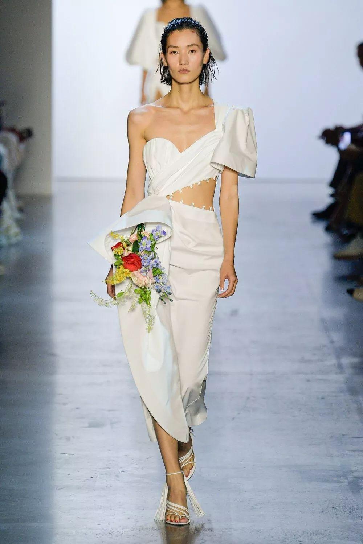 众国际超模亮相2020春夏纽约时装周 国模同框秀场惊艳全网
