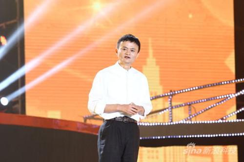 6年前,马云卸任阿里CEO,单膝下跪引起全场惊呼