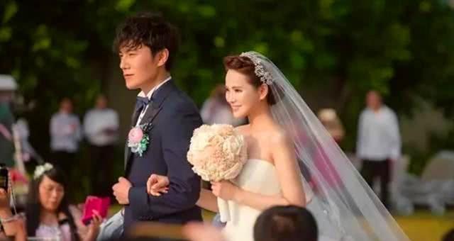 50岁的伊能静秀恩爱,发文表白秦昊和女儿,打破娱乐圈婚姻魔咒
