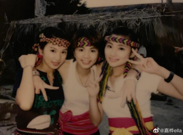 Ella晒老照片纪念SHE出道18周年,歌迷建议她们在鸟巢开演唱会