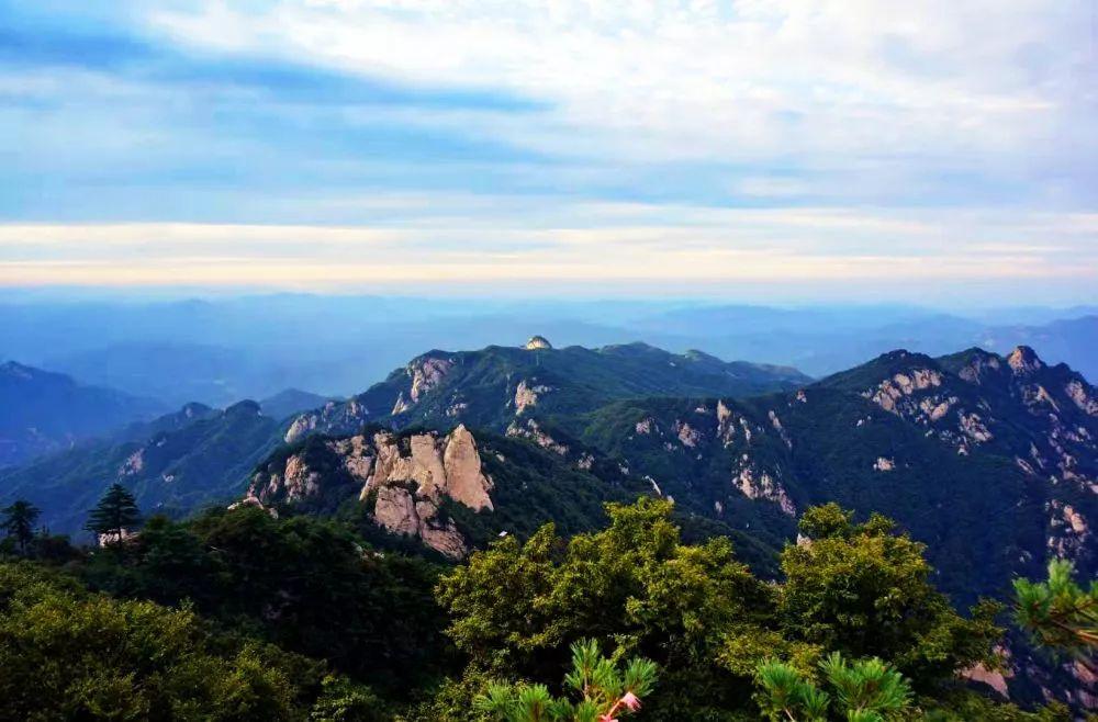 尧山(石人山)风景名胜区是国家5a级旅游景区,属山岳型自然风景名胜区