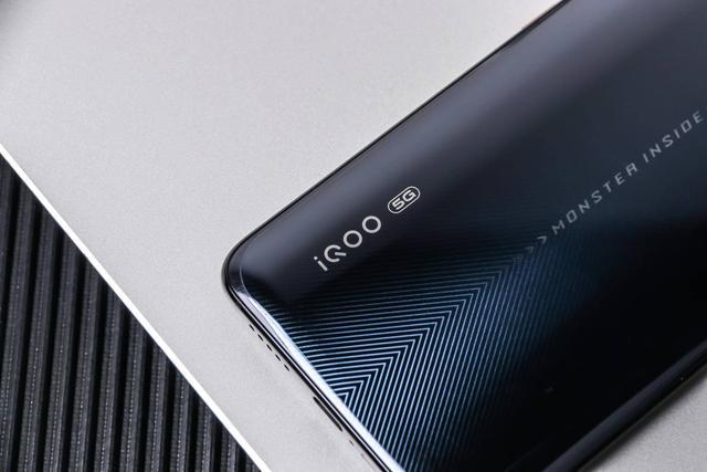 4500mAh电池+44W闪充组合,iQOO Pro 5G版续航力位居榜单第三