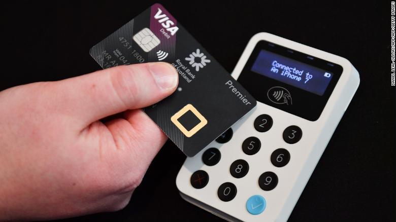 记忆力超强!日本收银员记下1300名顾客信用卡信息,网上购物被抓