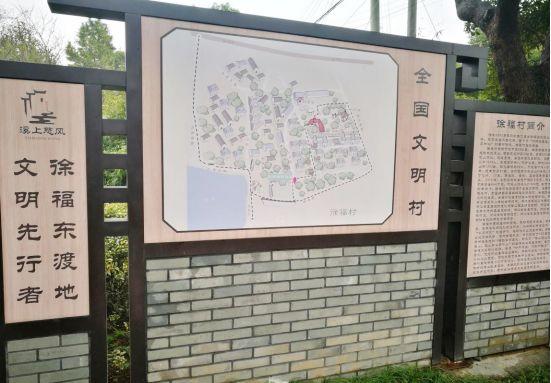 为了庆祝新中国成立70周年,村里的合唱队正忙着排练大合唱《四渡赤水图片
