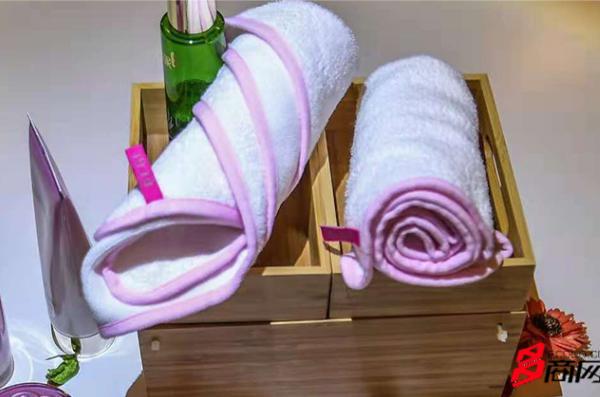 丢掉洗面奶,放下卸妆水,用黑科技毛巾洗脸清洁又美颜!