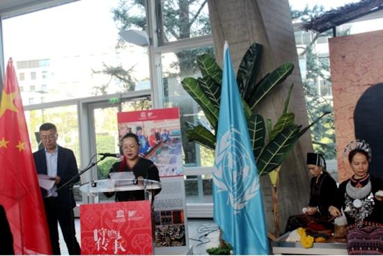 海南省省级黎锦双面绣代表性传承人符秀英女士在联合国教科文组织总部发言