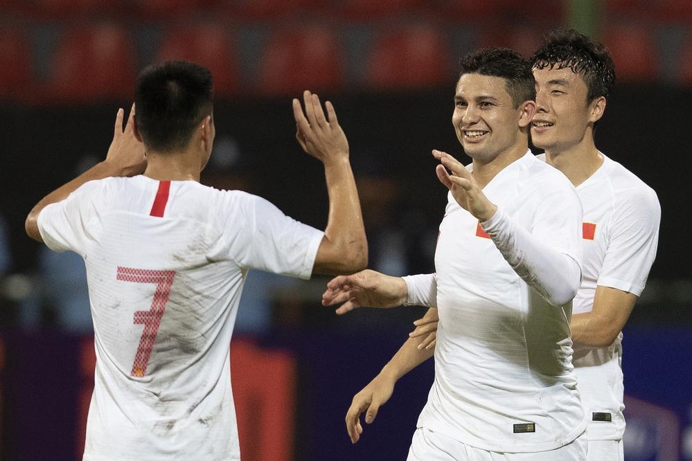 艾克森首秀双响 中国男足5-0大胜马尔代夫