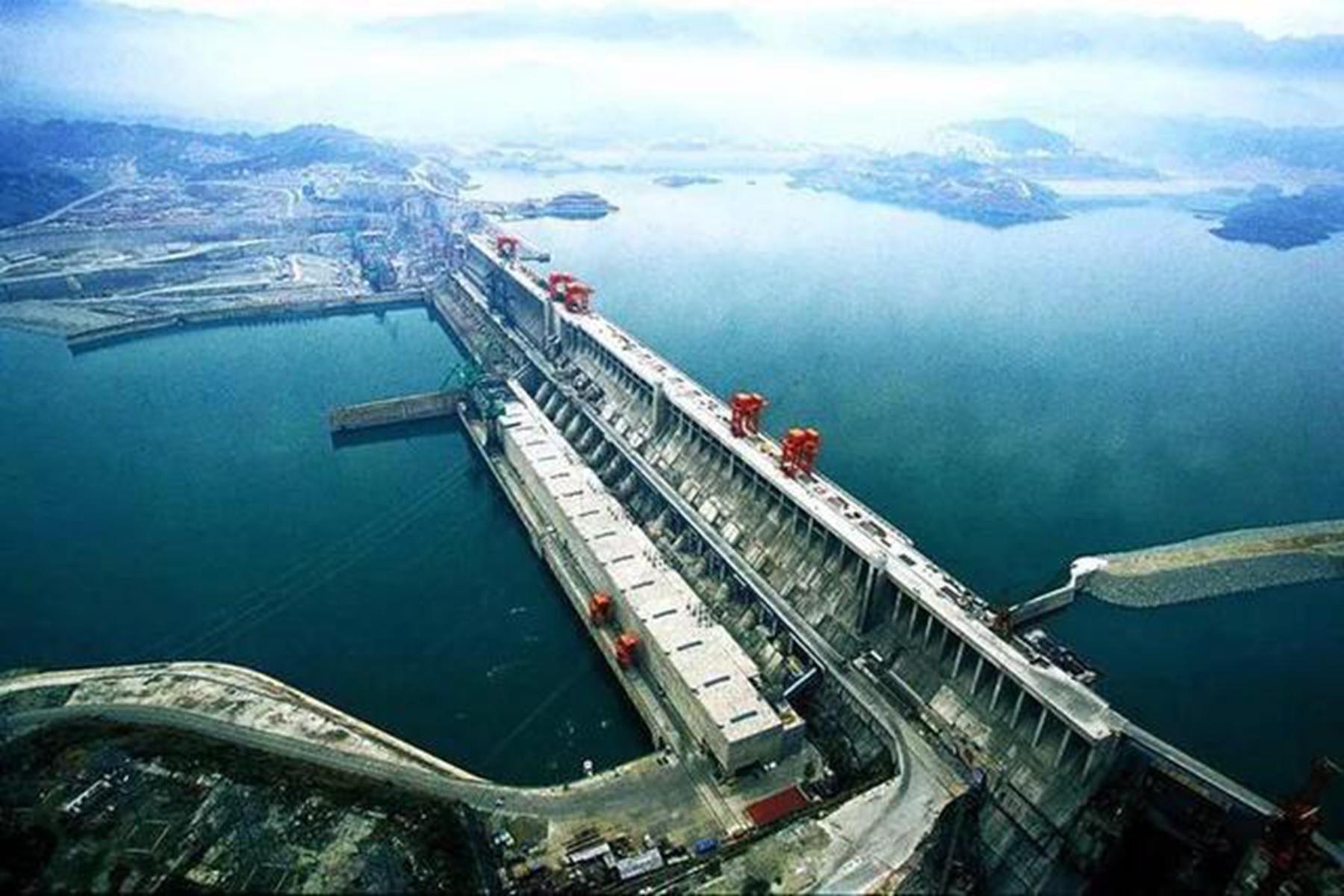 三峡大坝建成后,使地球自转轴偏移三厘米 这是真的吗