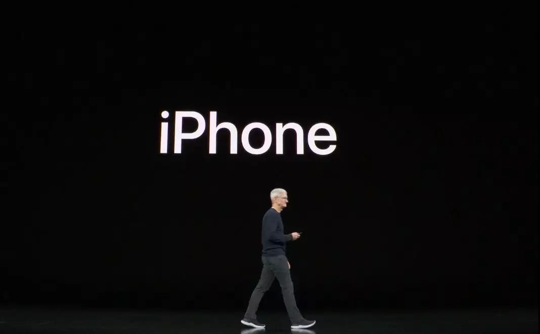 难以创新的iPhone,只能靠颜色和降价来吸引用户了?